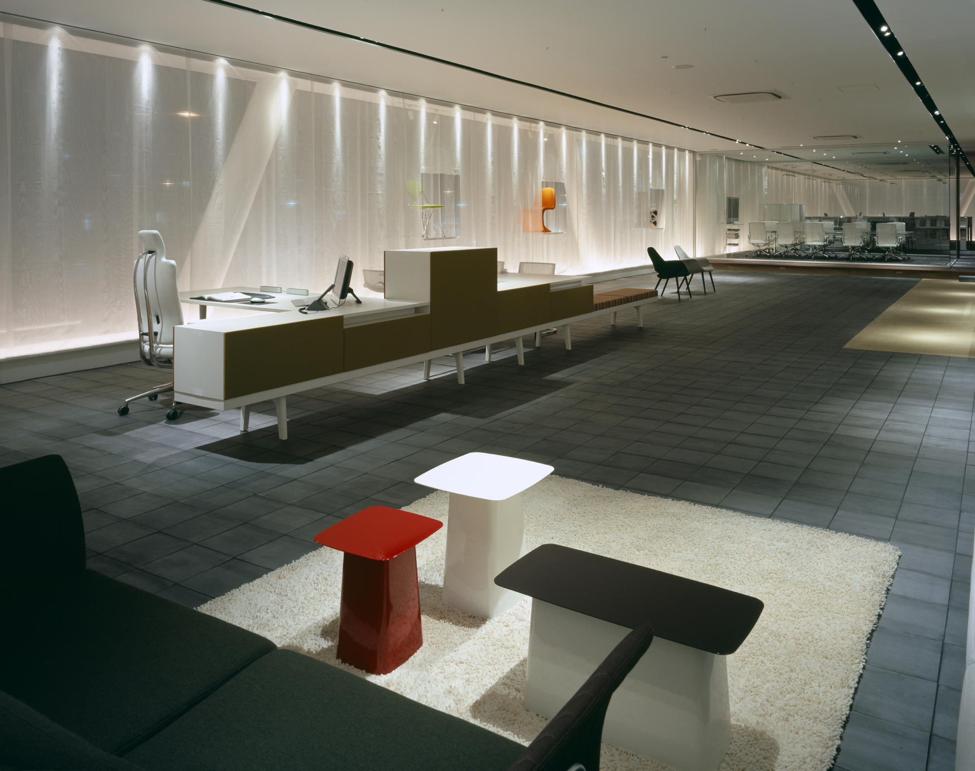 inter office ltd, Osaka Branch/Showroom | WORKS |