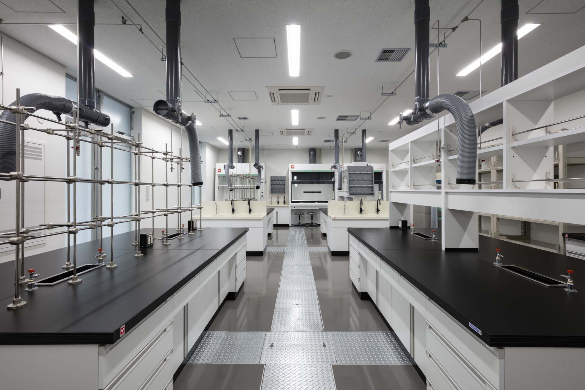 日本化学産業総合研究所 | WORKS |